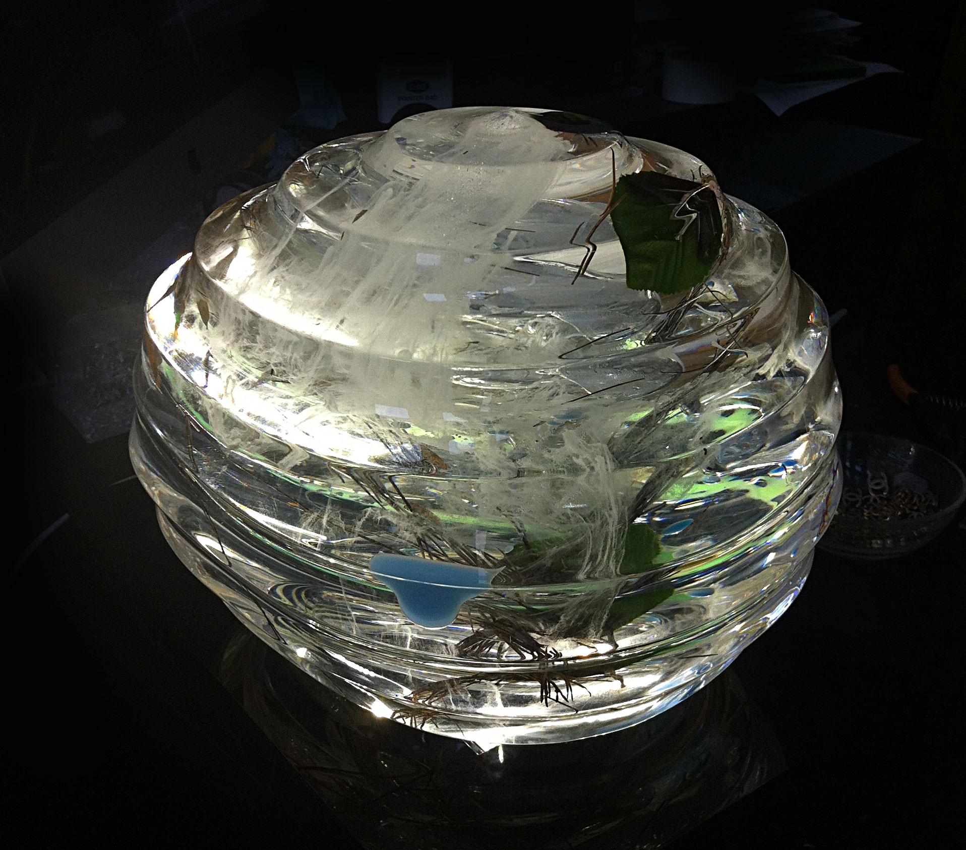 Tsunami - Materiali inglobati nel plexiglas - L31xH26xP22 cm - 2014